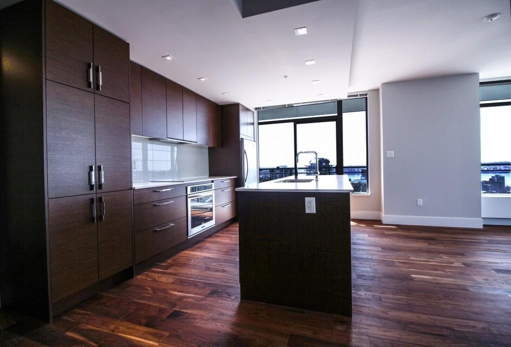 902 111 E 13TH STREET - Central Lonsdale Apartment/Condo for sale, 2 Bedrooms (R2051510) #1